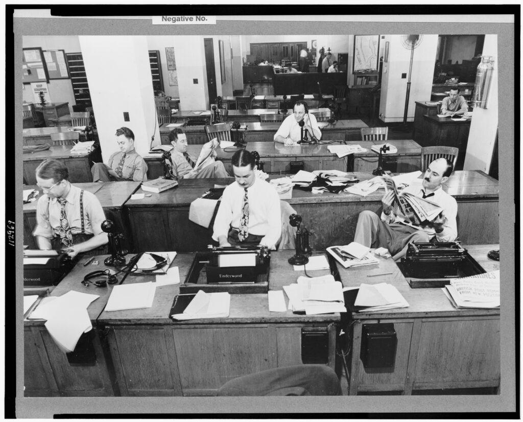 A redação do Pizza Fria quando todos já entregaram suas análises. (Imagem: Domínio Público / Biblioteca do Congresso dos EUA)